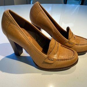 BANANA REPUBLIC HEELS penny loafers size 7/37